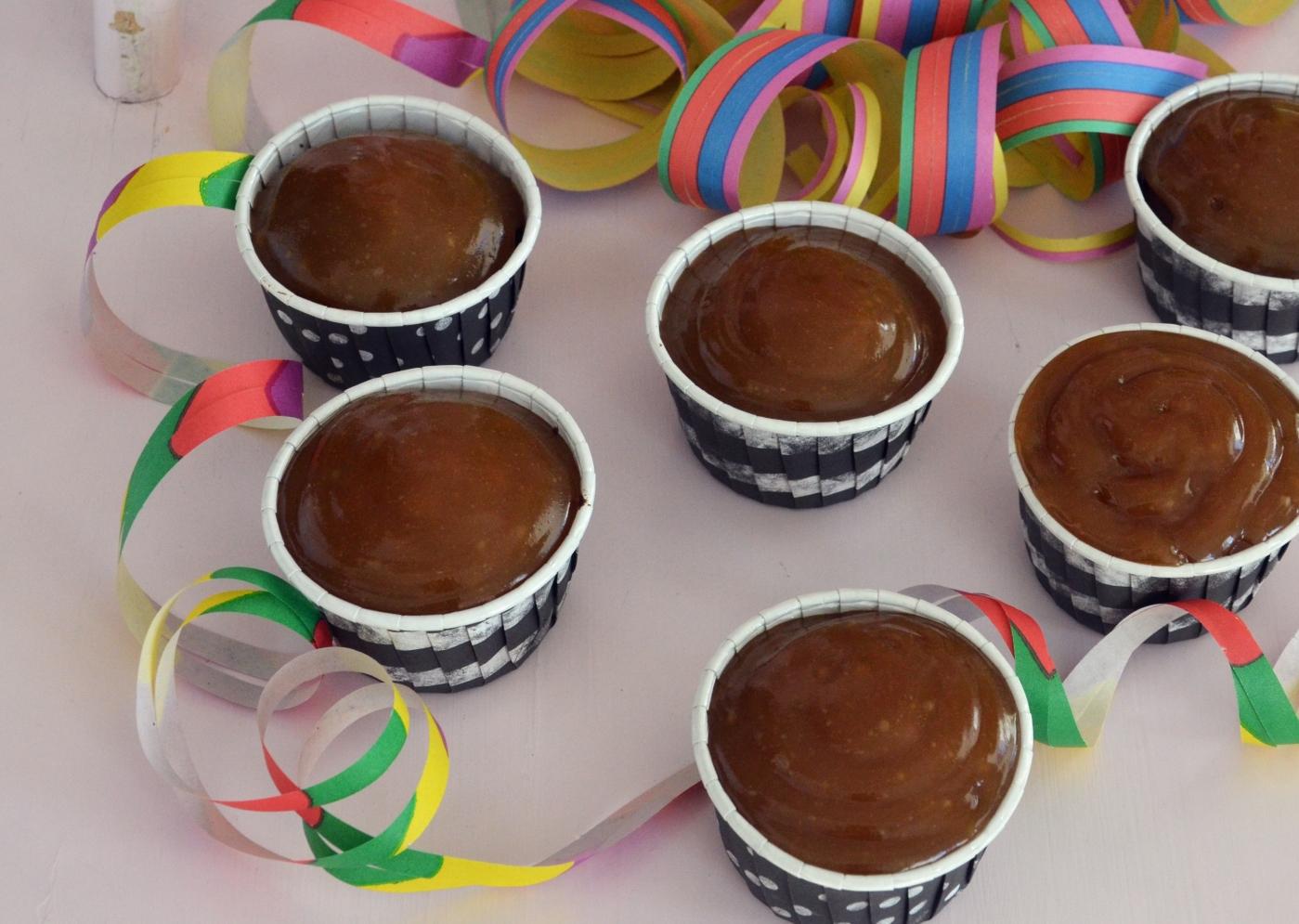 Suklaa-banaanikuppikakut maapähkinäkinuskilla / Sweets by Sini