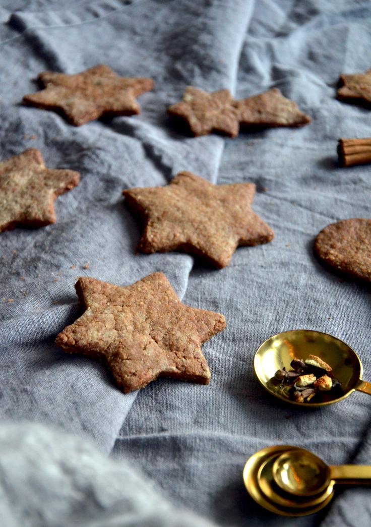 Gluteenittomat ja vegaaniset piparit - Gluten free and vegan gingerbread cookies / Sweets by Sini