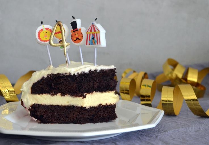 Gluteeniton suklaatäytekakku passionmoussella - Glutenfree Chocolate Layered Cake with Passionfruit Mousse / Sweets by Sini