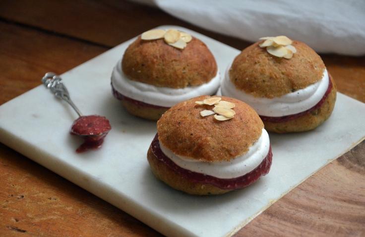 Gluteenittomat ja vegaaniset laskiaispullat - Glutenfree and Vegan Shrove Buns / Sweets by Sini