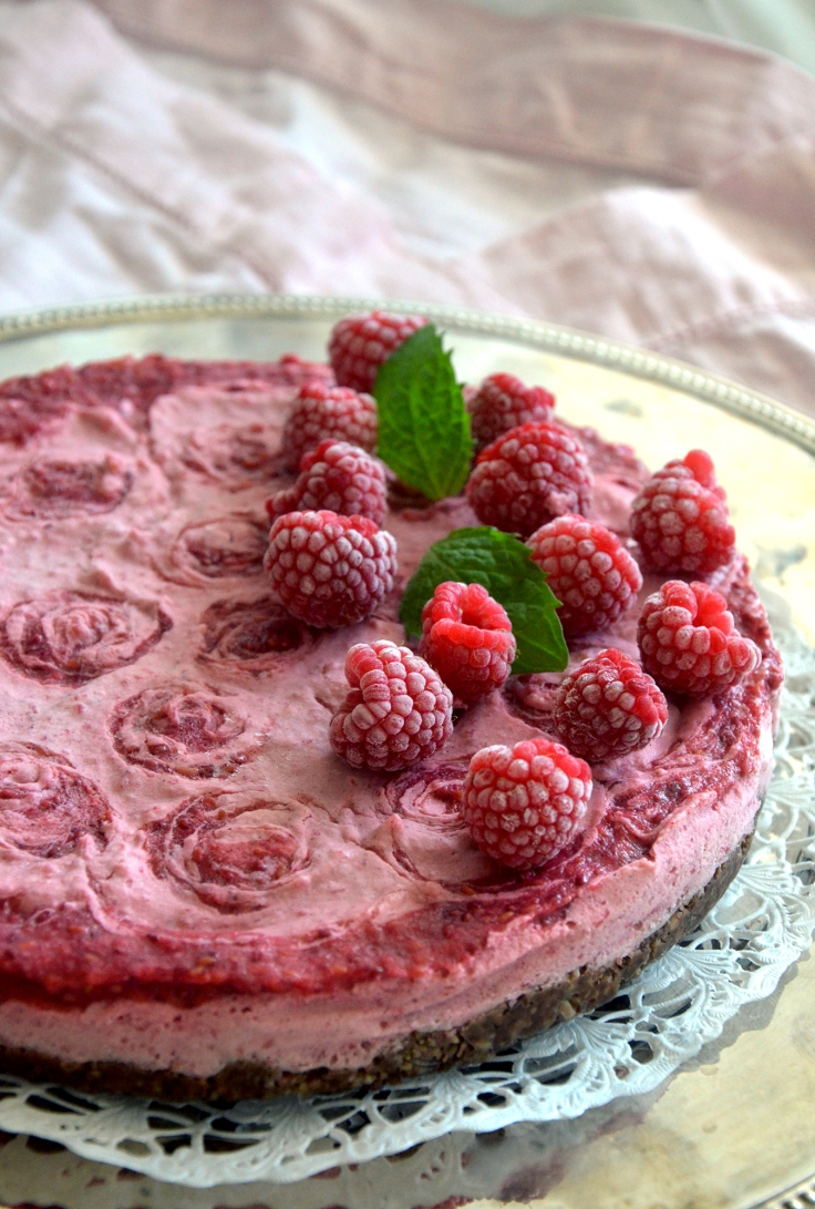 Vadelmaraakakakku (low FODMAP, pähkinätön) - Raspberry Raw Cake (low FODMAP, nut-free) / Sweets by Sini